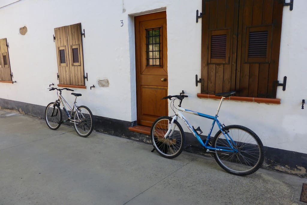 There are now his and hers bikes for you to use at the cottage apartment, San Benedetto.