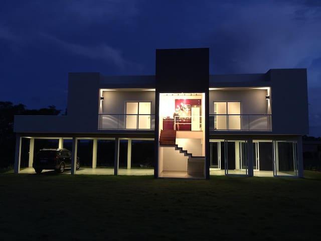 Maravilhosa Casa de Campo Nova, Linda e Moderna!