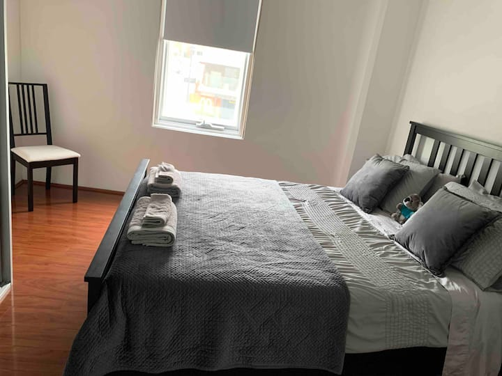 Private En-suite Room HABERFIELD + Parking