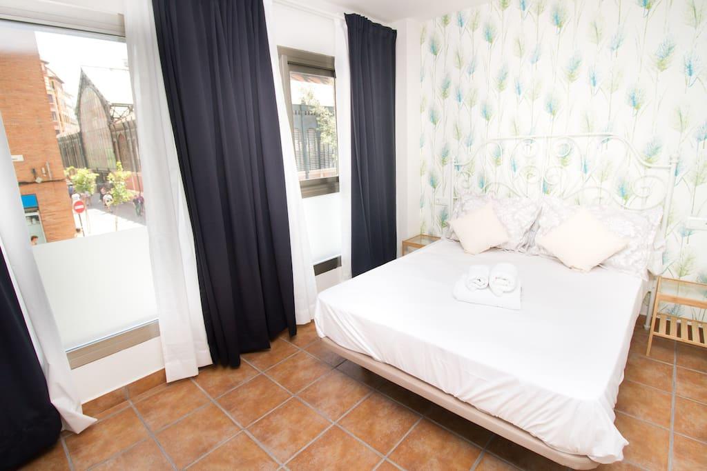 Double bed (Atarazanas Market Veiw)