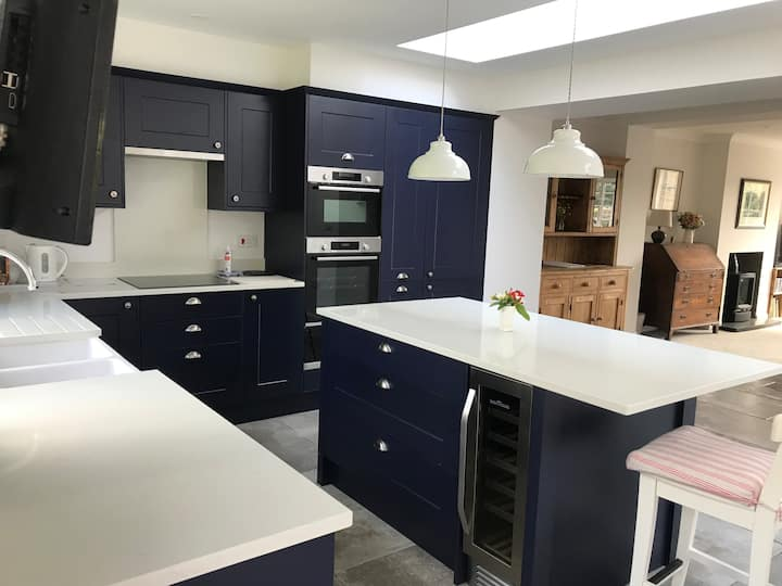 Modern spacious fully ensuite house, dog friendly