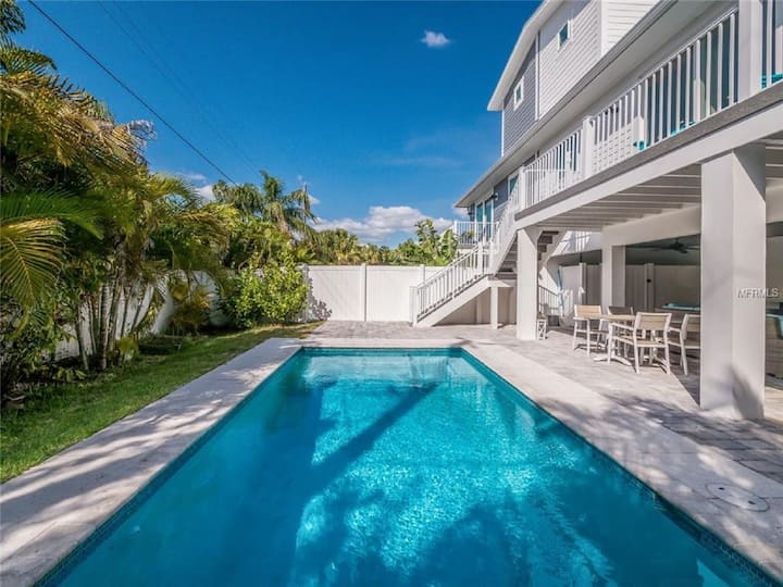 Day Break Bungalow - escape the ordinary at this lovely island home! private pool!