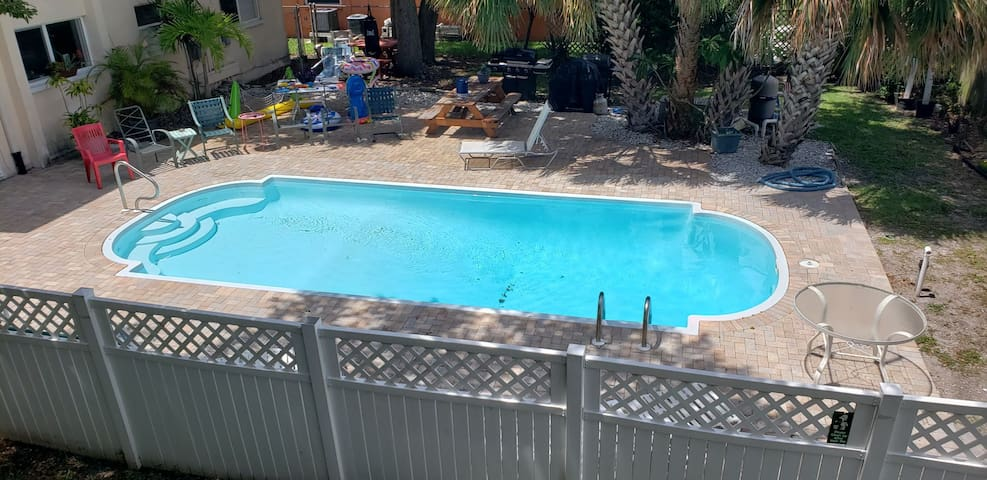 Large condo 2 minutes from Indian Rocks Beach.