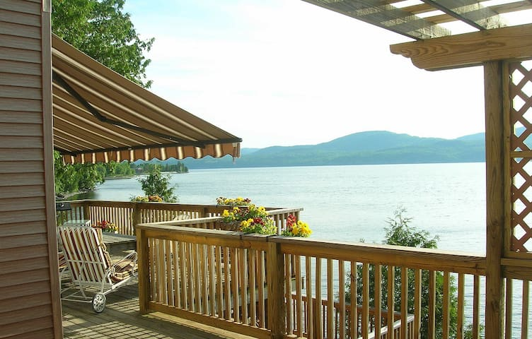 Breathtaking Lake Champlain Home- beach- dock mtns - Addison - Casa