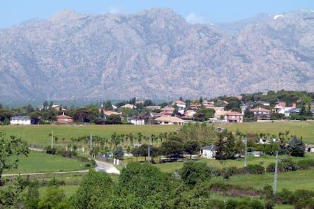 Siéntete en casa en el PN Sierra de Guadarrama - Guadalix de la Sierra - Haus