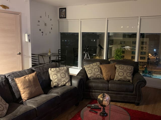 Modern Tranquil 1 Bedroom 20 min train ride to NYC