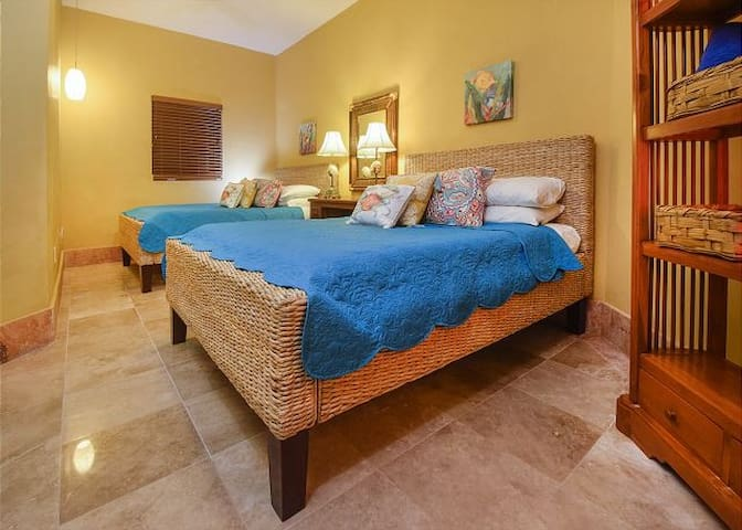 GUEST SUITE WITH TWO QUEEN BEDS