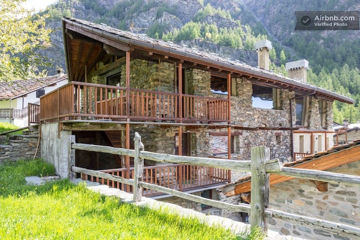 Apartment in sunny alpine village - Ollomont