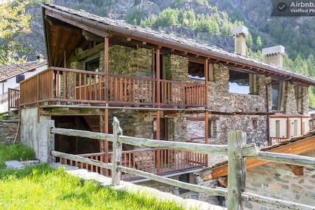 Apartment in sunny alpine village - Ollomont - Byt