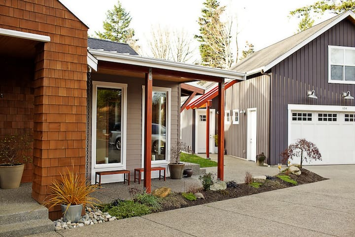 Modern Studio in a Secluded Forest Setting - Camano Island - Guesthouse