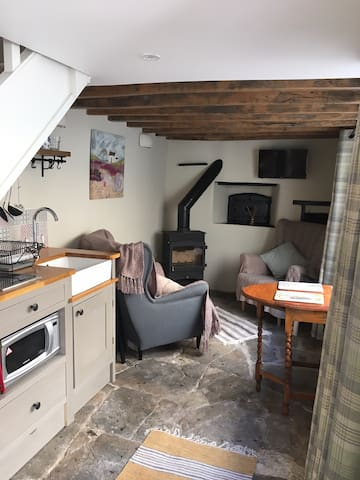The Bakehouse, cosy cottage for Cotswold retreat.