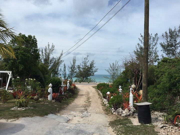 Two Bedroom Apartment Short Walk From Beach