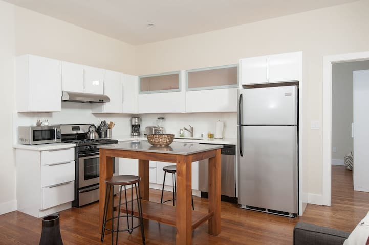 Mission Dolores One Bedroom with Patio