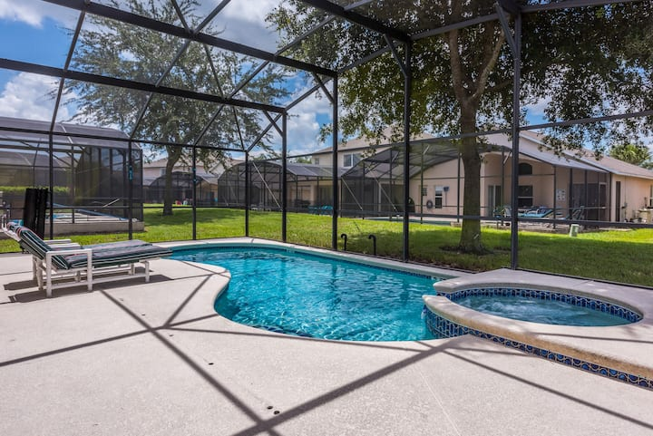 Beautifully appointed 4 bed south facing pool