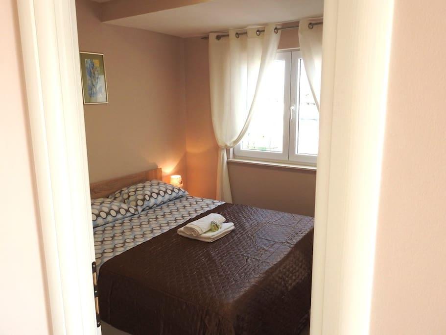 Spavaća soba 1 - bedroom 1