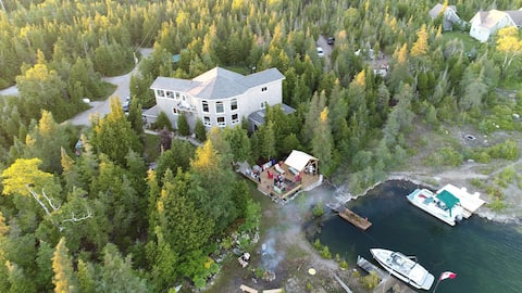 Luxurious Home in The Heart of The Bruce