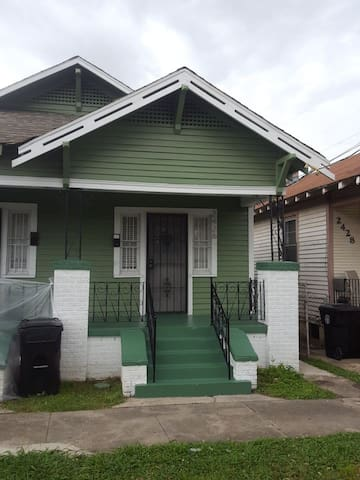 Two bedroom shotgun with historic charm. - New Orleans - Apartment