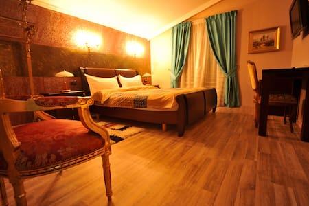 Dream Boutique Hotel- Deluxe Room with Terrace 8 - Tiranë