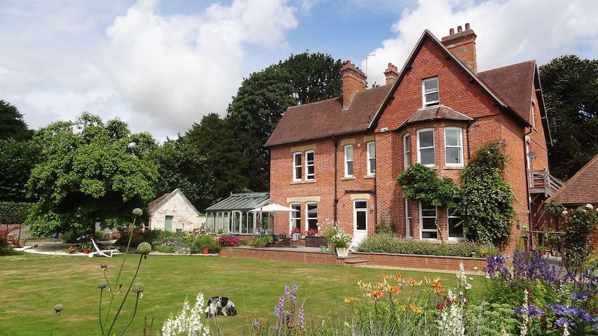 Comfortable Victorian family home - Warminster - Inap sarapan