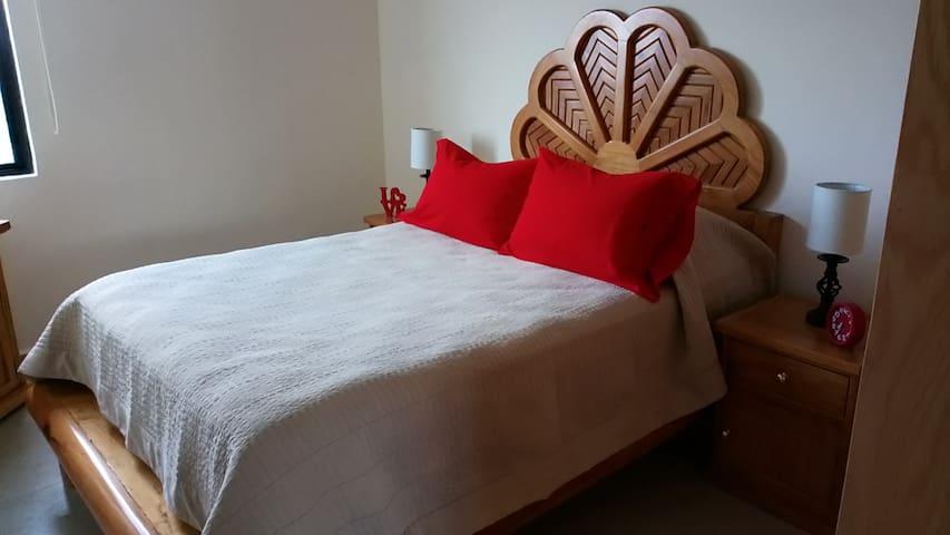 cama matrimonial, ideal para descansar, leer, ver tele, en fin tener dulces sueños