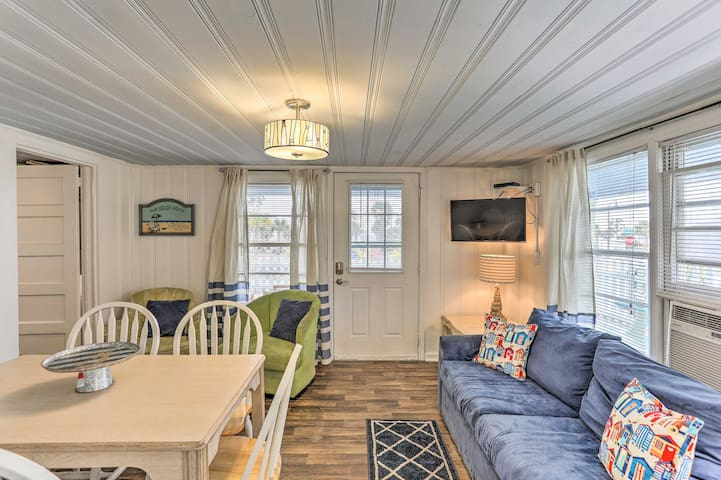 NEW! Myrtle Beach Cottage, Walk to Second Ave Pier
