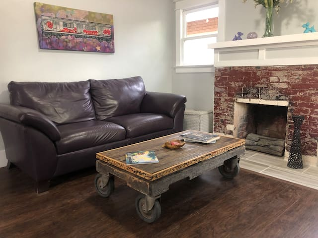 2 Bedroom in Downtown Arts District near Airport