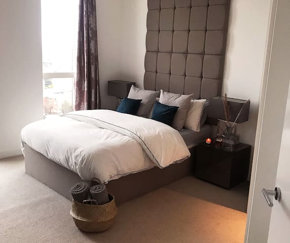 Luxury modern double private room with en-suite