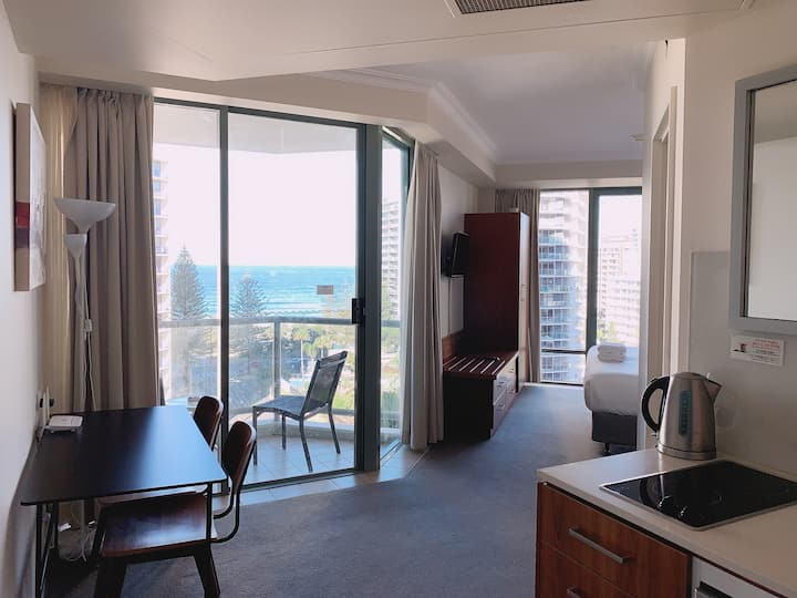 Surfers Paradise Hotel Room No Cleaning fee!!
