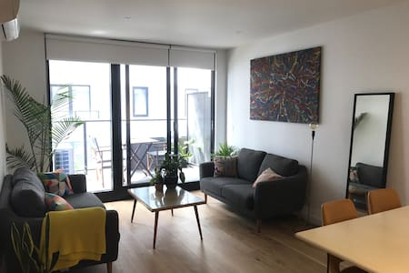 Gorgeous one bed apartment with pool, gym, spa - Brunswick East - Huoneisto