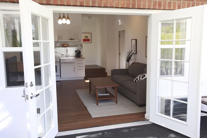 1BR Santa Monica Boulevard  Cottage - Los Angeles - House