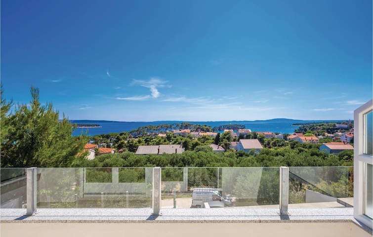 Holiday apartment with 3 bedrooms on 83 m² in Banjol