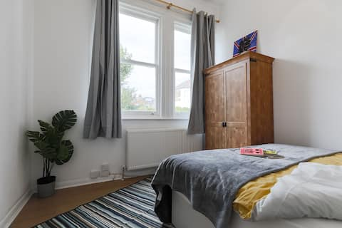 *DISCOVER KESLAKE A, CO-LIVING IN QUEENS PARK NW6*