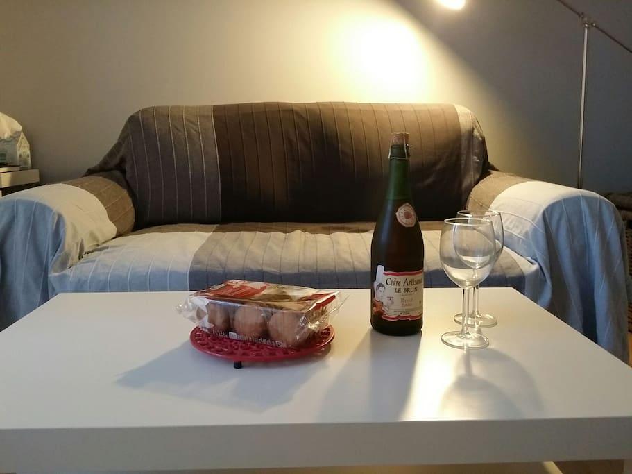 coin salon pour partager un petit verre et grignoter des petits gâteaux bretons