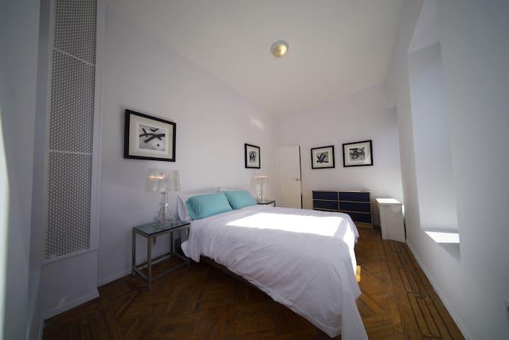 Spacious Three Bedroom Dream in Manhattan