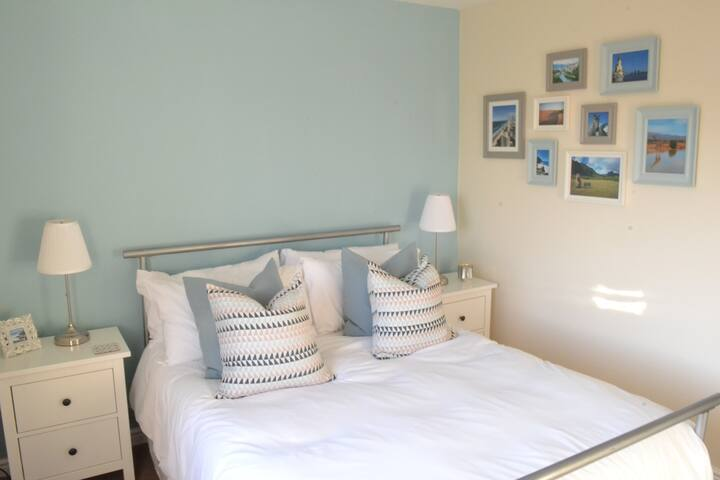 Private Floor & Bathroom-Cheshire Oaks & Chester