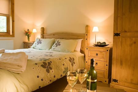 Luxury Lodge with Hot Tub near York - York - Hytte