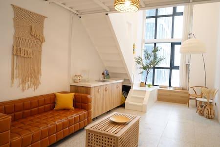 清新干净的loft公寓