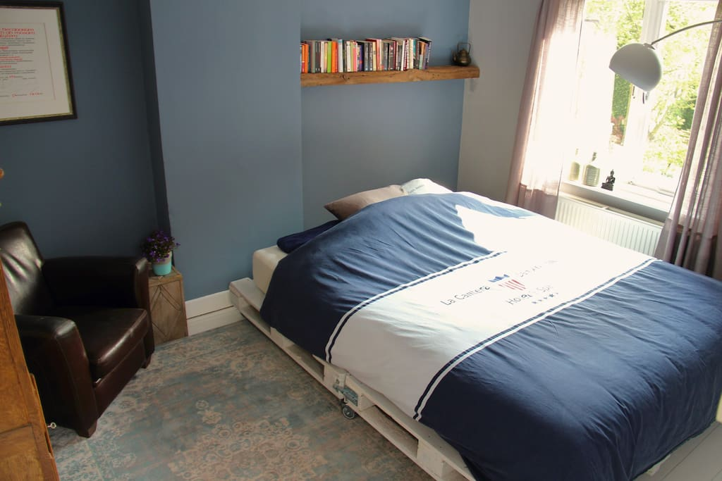 Blue room with large kingsize bed which can be split into two single beds