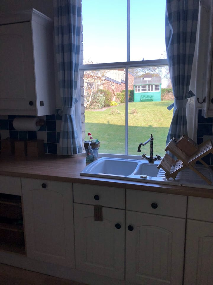 Garden flat in Beautiful Belhaven - beach & golf