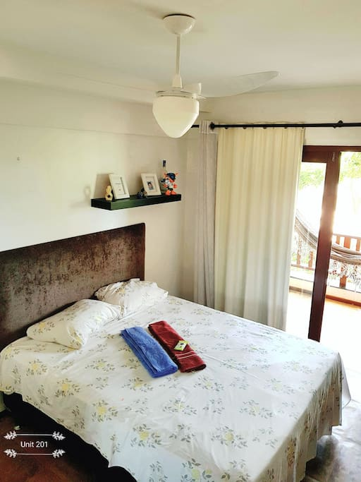 Quarto Cama de Casal, ventilador e TV tela plana / Couple Bed Room, Fan and Flat TV