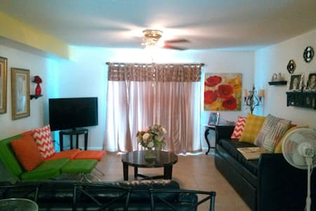 Relax & Enjoy this Spacious Biloxi Beach Condo - Biloxi