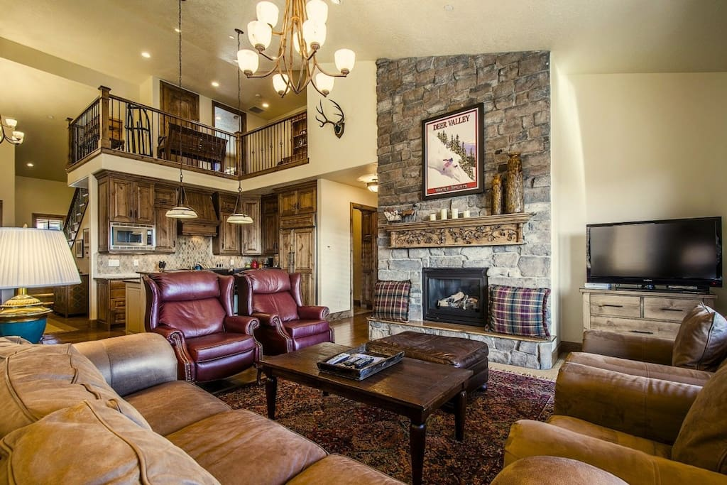 Our luxurious home offers a stunning great room, beautiful furnishings, fireplace, HDTV w/ entertainment center, chef's kitchen and mountain views!