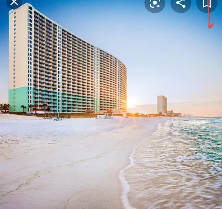 Resort Right on the Beach  Panama City sleeps 2