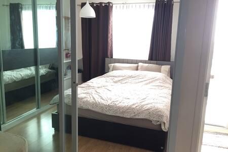 1 BR Fully furnish, kitchen and  living room. - Bangkok