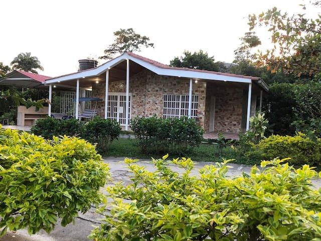 Casa Campestre Múscari Vía la Mesa - Cachipay