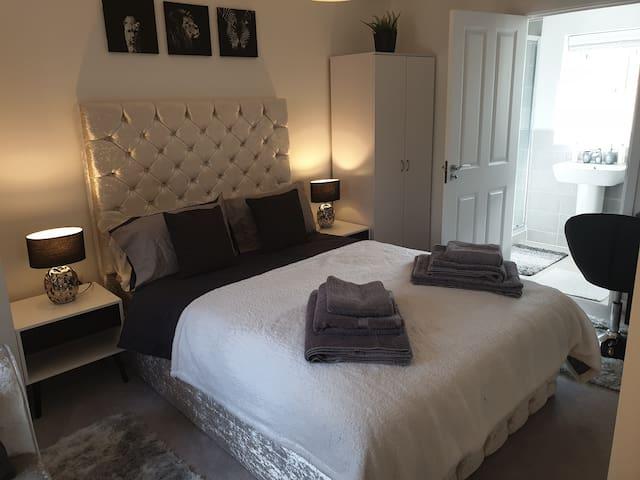 Deluxe Double Room - Peterborough City Centre