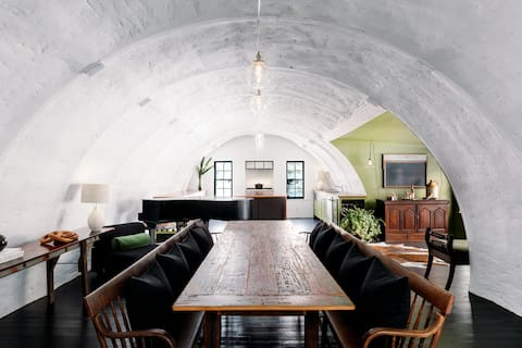 'The Quonset' Close to Beach, Game Room & Hot Tub