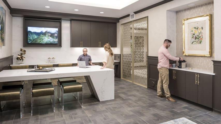 Modern Luxury Apartments Open 1 BD F