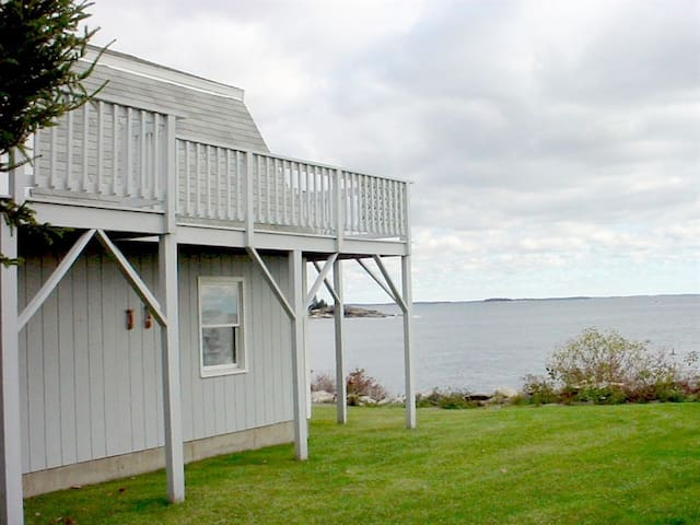 Cozy one bedroom on breathtaking McFarland Shore in New Harbor Maine