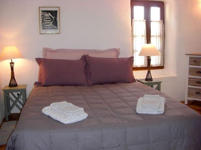 Chambre 1, lit en 160cm